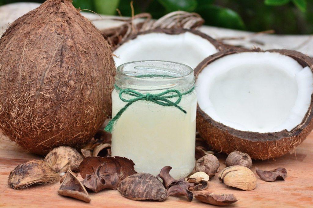 Kokosový olej a orechy