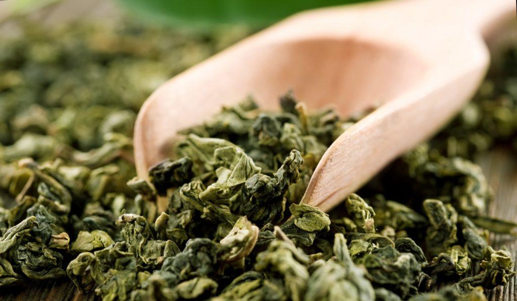 Sušené listy zeleného čaju
