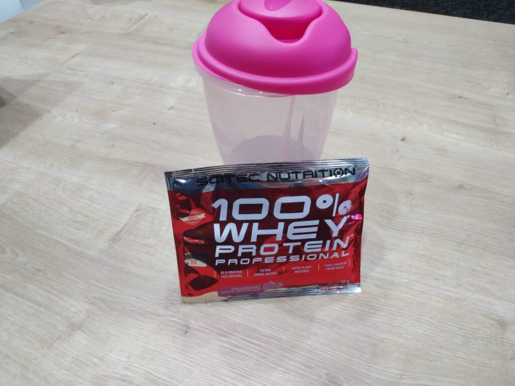 Scitec 100% Whey Protein Professional - šejker a vozrka