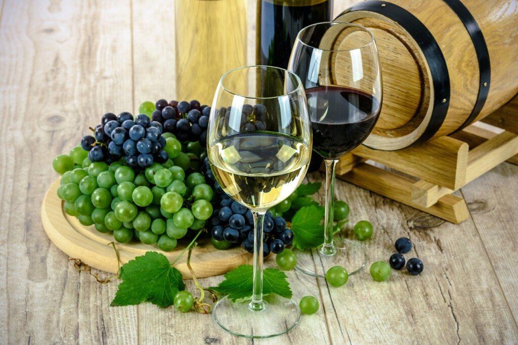 Biele a červené víno